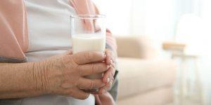Ini Dia Tips Memilih Susu Pengganti Makan Lansia