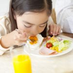 6 Manfaat Kebiasaan Sarapan Sehat Setiap Hari untuk Anak